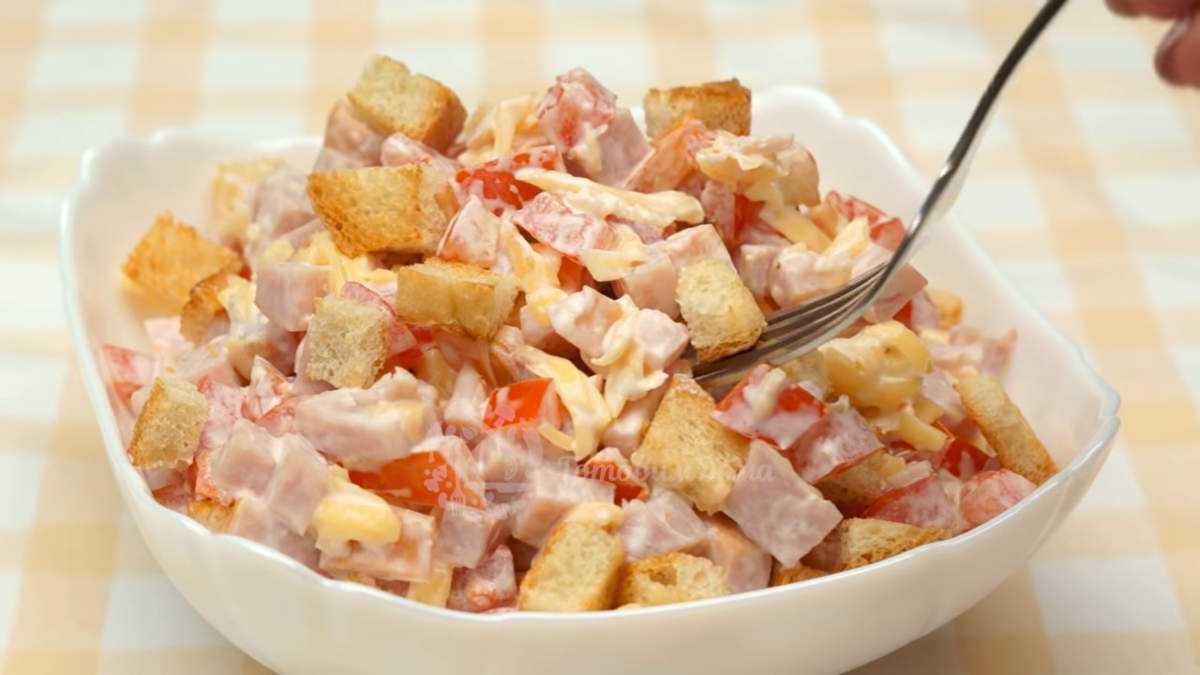 Салат за минут 5 с кириешками и кукурузой-  порядок приготовления, комментарии, пошаговые фото, состав, советы, похожие салаты