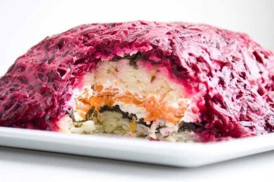 Салат с семгой и красной икрой царский - 1000.menu