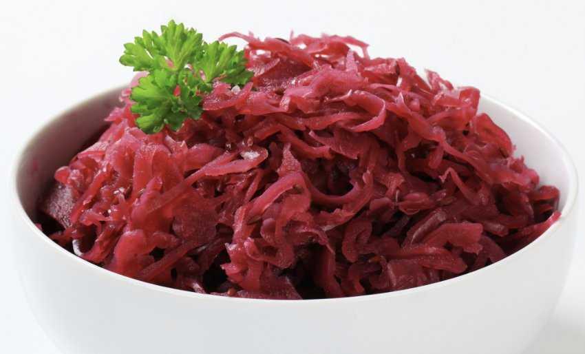 Подборка очень вкусных рецептов краснокочанной капусты на зиму в банке