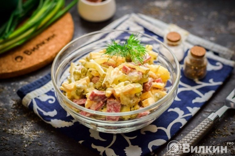 Салат из охотничьих колбасок – лучшие рецепты для вашего стола