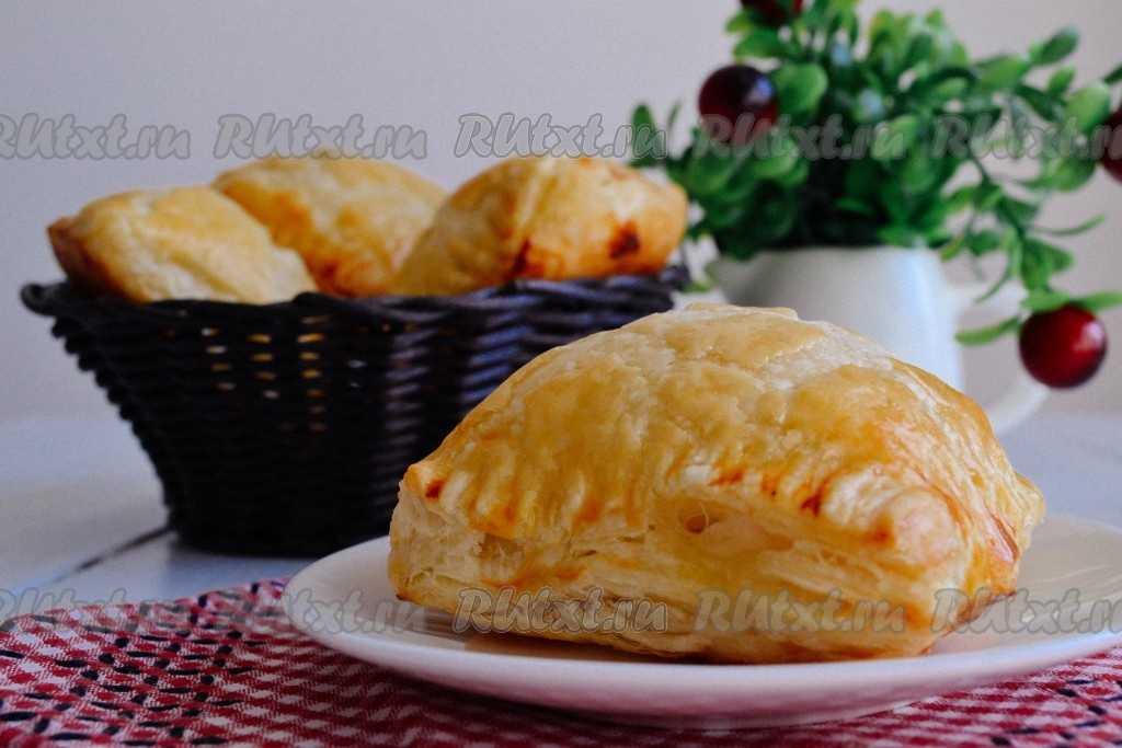 Слойки с картофелем и грибами из слоеного теста рецепт с фото пошагово и видео - 1000.menu