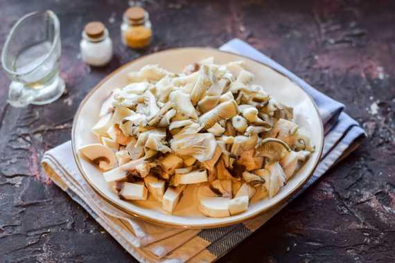 Сливочно-грибной соус из шампиньонов со сливками: рецепты на сковороде, в духовке, в мультиварке - дача