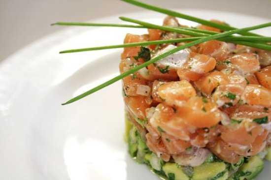 Тартар из лосося и авокадо - кулинарный рецепт с пошаговыми инструкциями | foodini