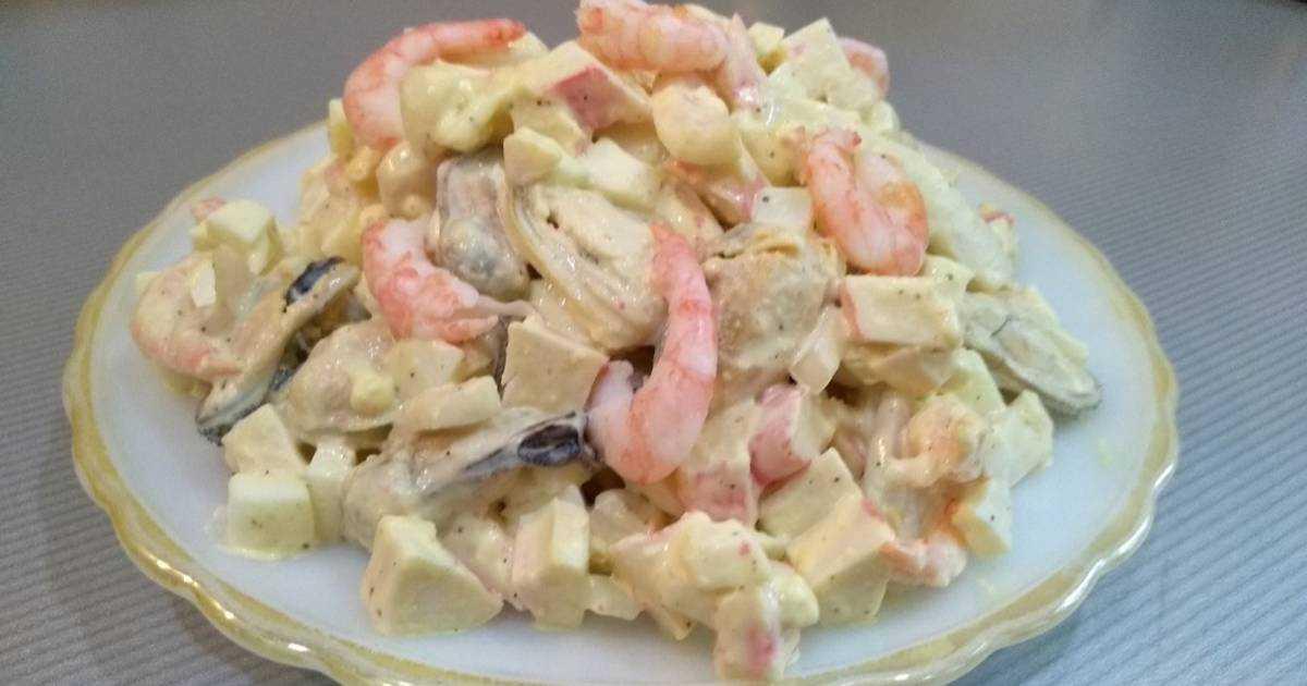 Салат из кальмаров, крабовых палочек и креветок: рецепты приготовления