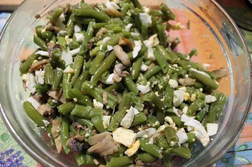 Салат с фасолью и яйцом: варианты салатов, ингредиенты, пошаговый рецепт с фото, нюансы и секреты приготовления