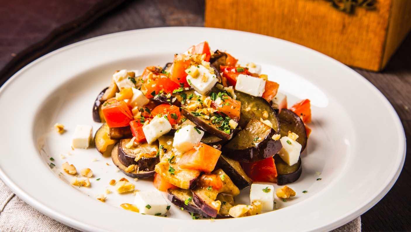 Как приготовить теплый салат с баклажанами: поиск по ингредиентам, советы, отзывы, пошаговые фото, видео, подсчет калорий, изменение порций, похожие рецепты