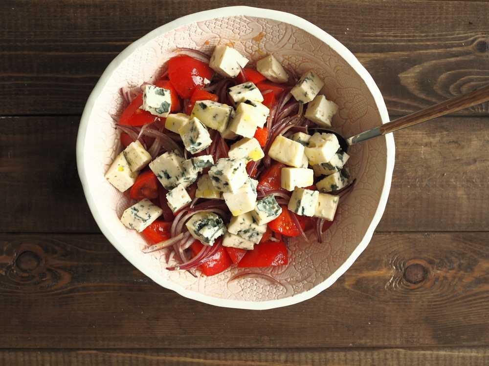 Салат с грушей и сыром дор блю рецепт с фото пошагово и видео – 1000.menu