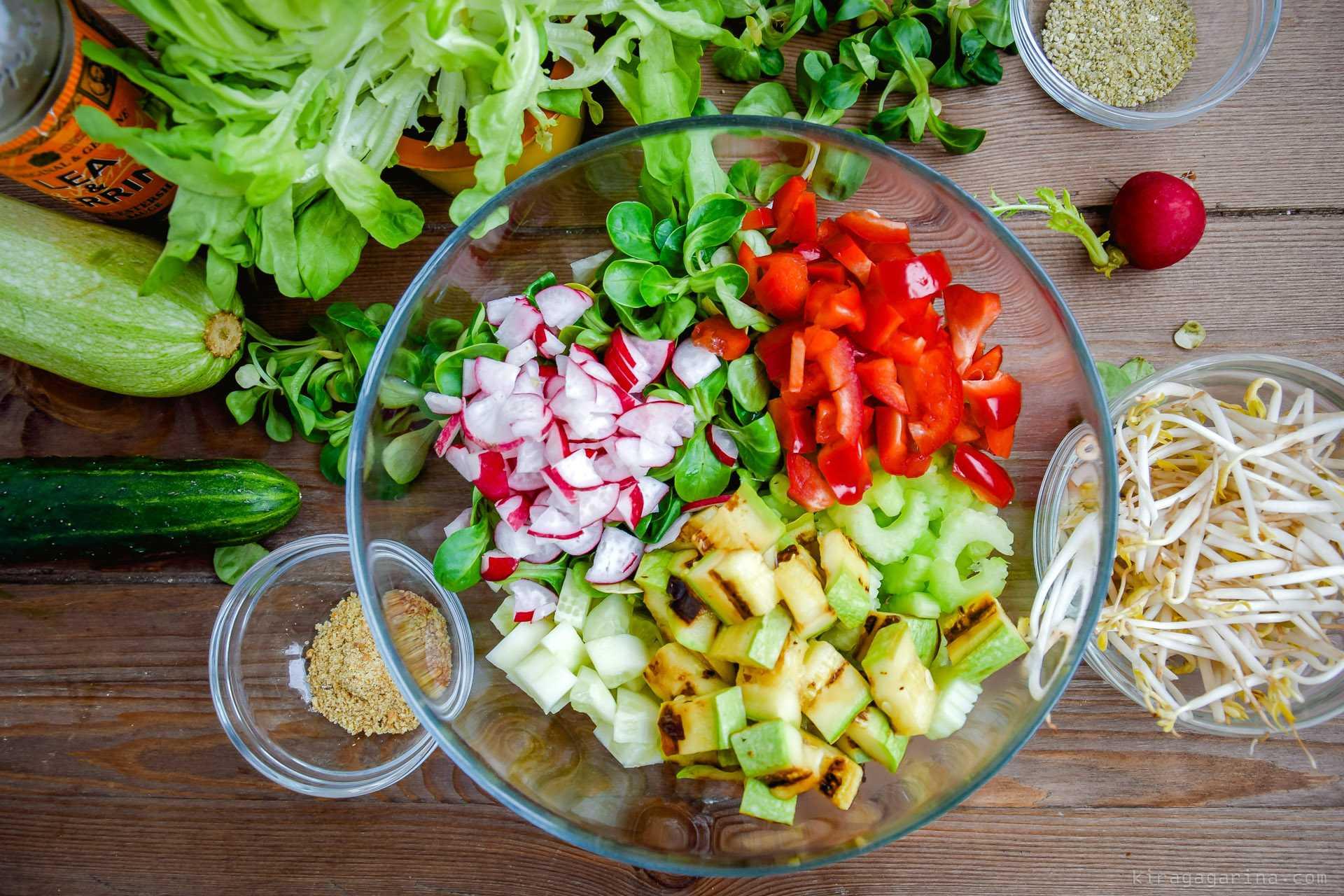 20 вкусных салатов с сельдереем, которые стоит приготовить