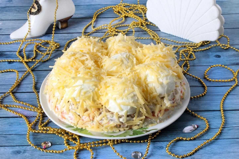Салат с курицей грибами и сыром рецепт с фото и видео - 1000.menu