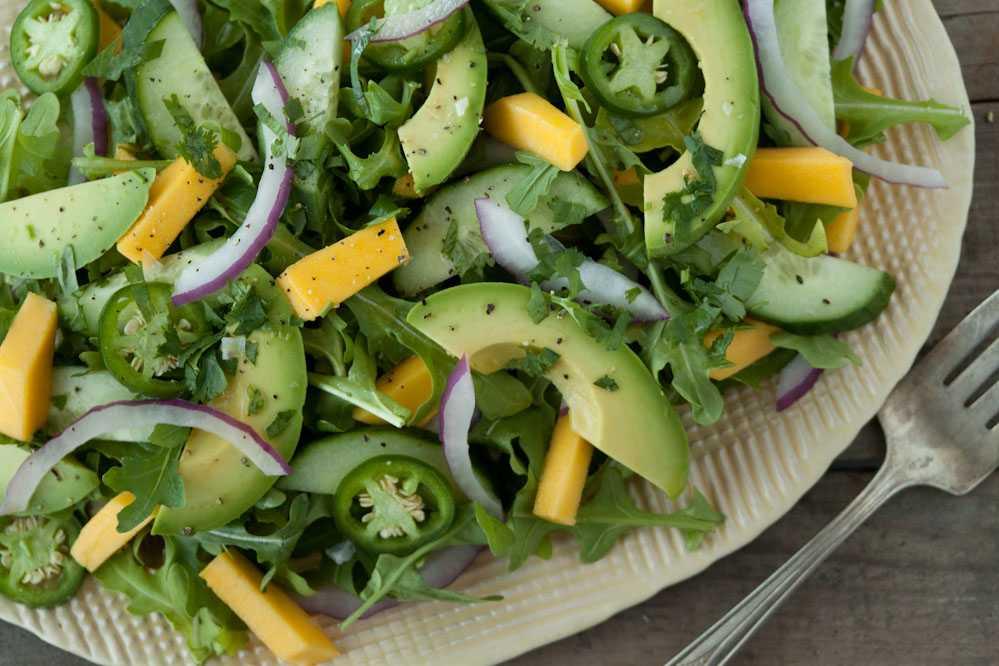 Салат с авокадо и курицей: рецепты