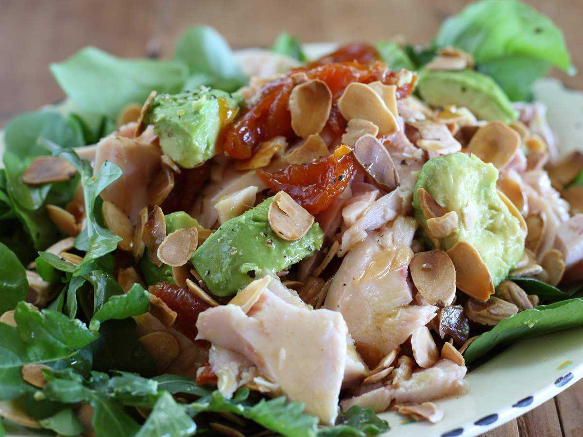 Салат с копченой курицей - пикантно и оригинально: рецепт с фото и видео