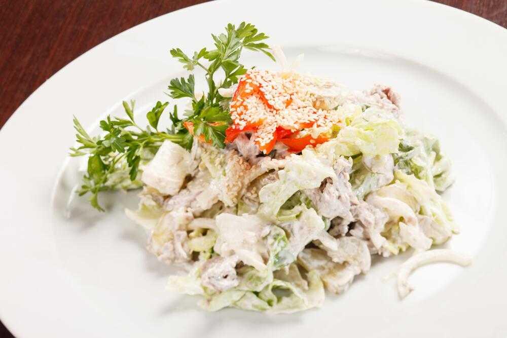 Салаты с курицей и грибами - 7 простых и очень вкусных рецептов
