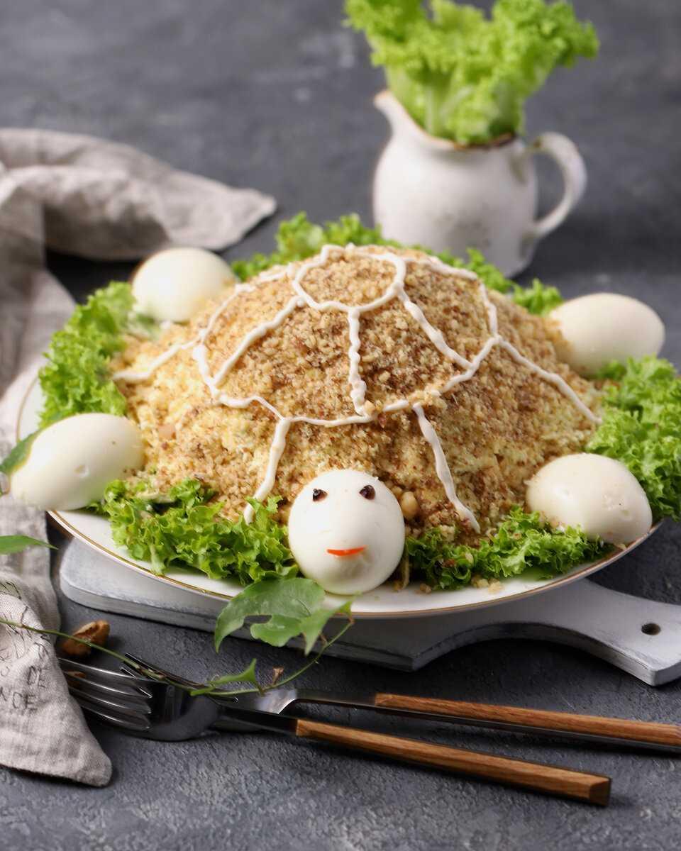 Салат черепаха – классический простой рецепт с курицей