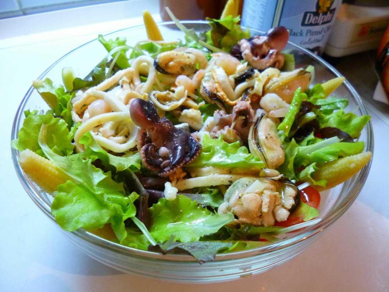 Салат с мидиями консервированными рецепт с фото - 1000.menu