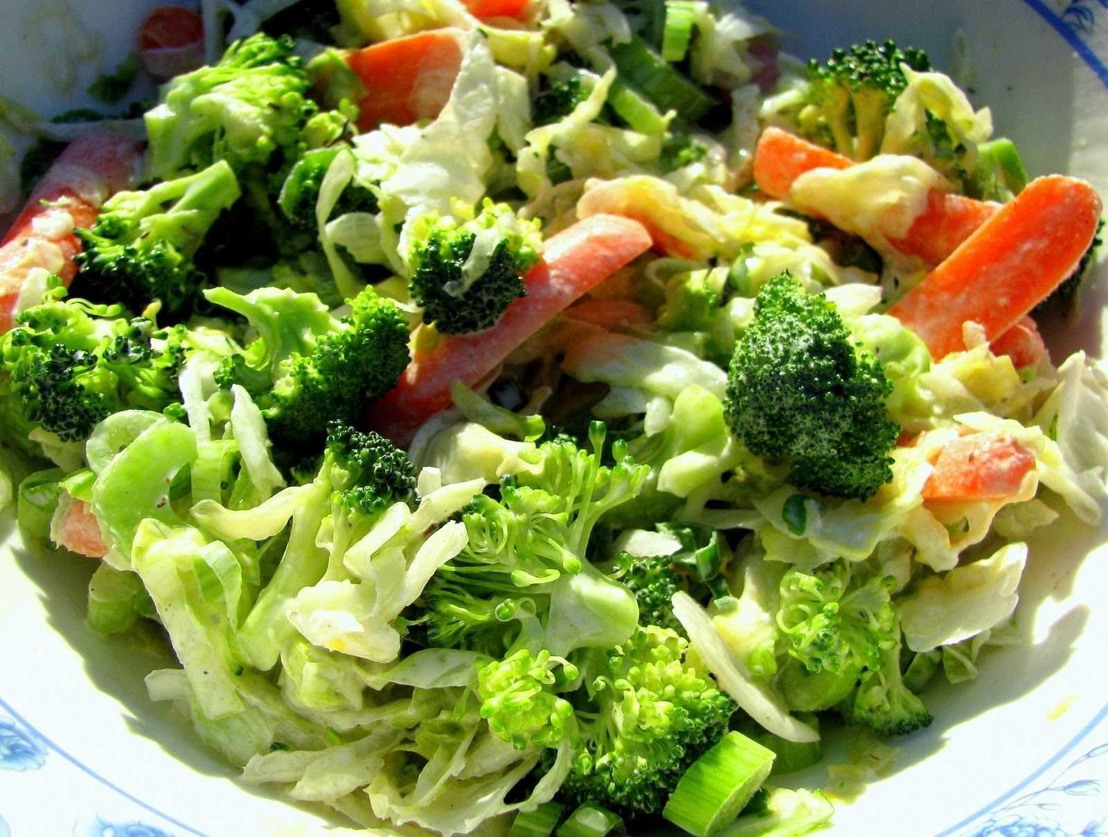 Салат из макарон с брокколи и клюквой