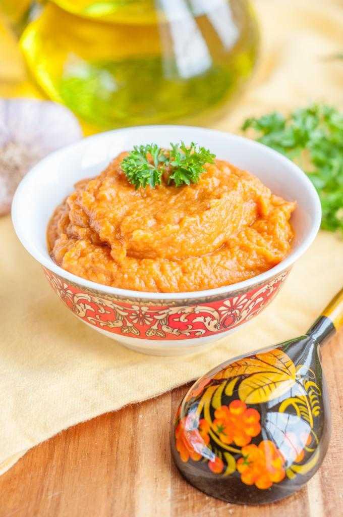 Икра из кабачков на зиму в домашних условиях без жарки через мясорубку, с майонезом и томатной пастой — простой рецепт с фото