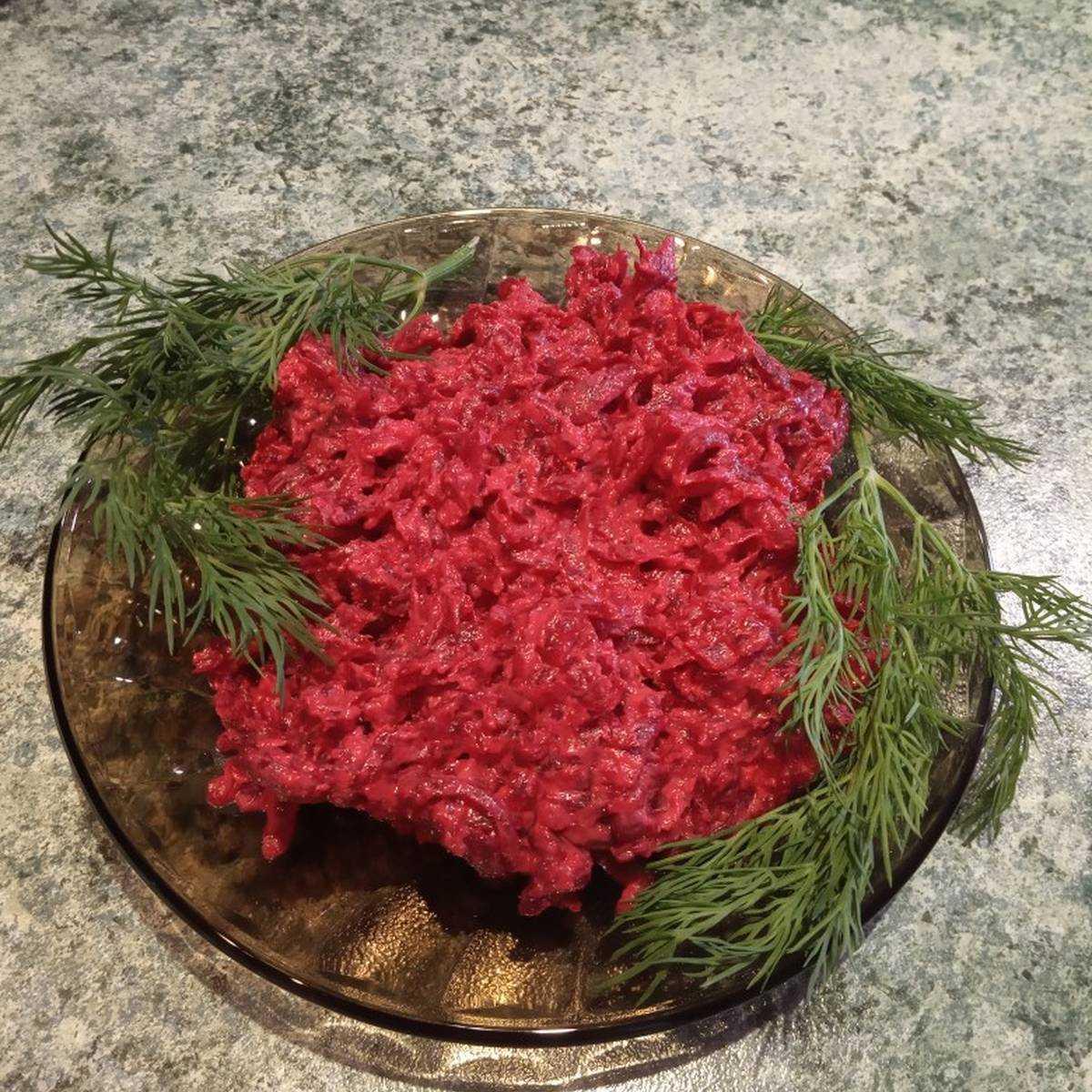 Салат из свеклы с изюмом