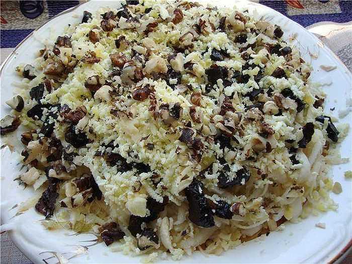 Салат куриный орехи яйца чернослив рецепт с фото пошагово - 1000.menu