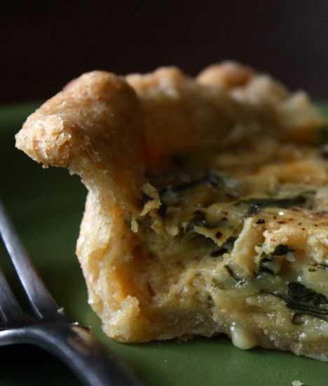 Пирог из слоеного теста с копченой курицей и лисичками: рецепт с фото пошагово