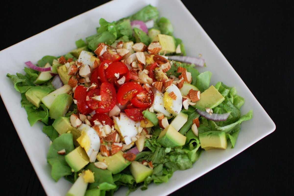 Салат с кальмарами авокадо, креветками, грибами, крабовыми палочками, рисом и другие рецепты