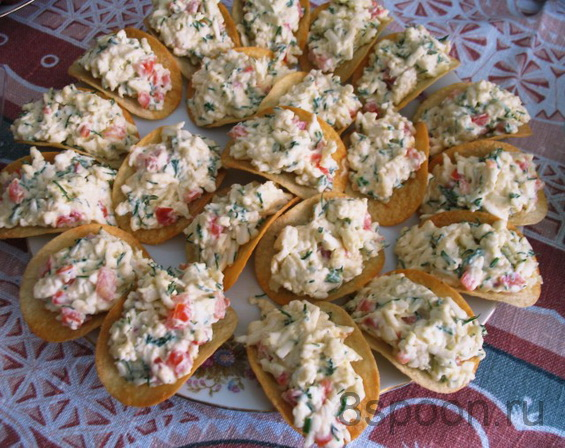 Закуска на чипсах: рекомендации по выбору продуктов и приготовлению. Рецепты вкусной начинки: с морепродуктами, икрой, сыром, оливками, колбасой.