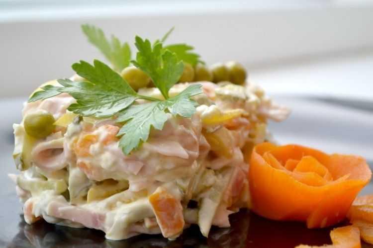 Салат с плавленным сыром и курицей рецепт с фото пошагово - 1000.menu