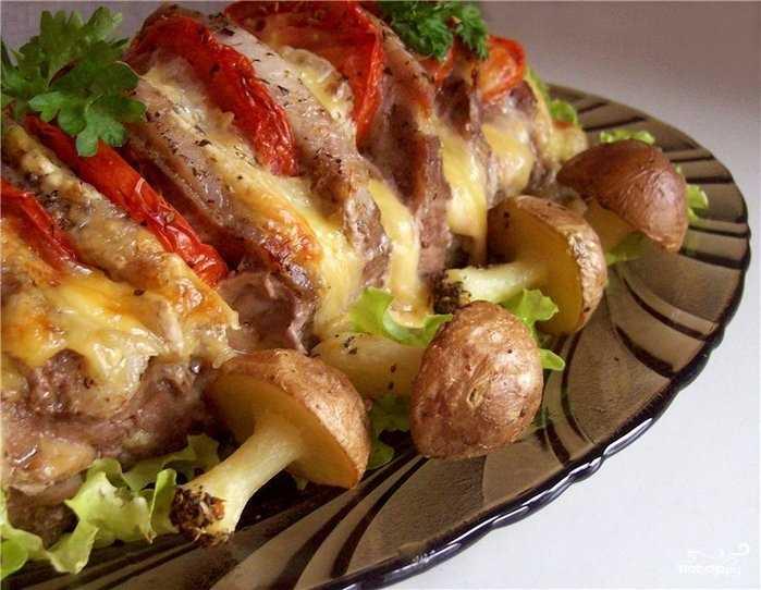 Как приготовить моховики жареные с картошкой, сметаной, мясом. Способы смешать разные ингредиенты, чтобы получился необычный праздничный салат, основой которого выступают грибы.