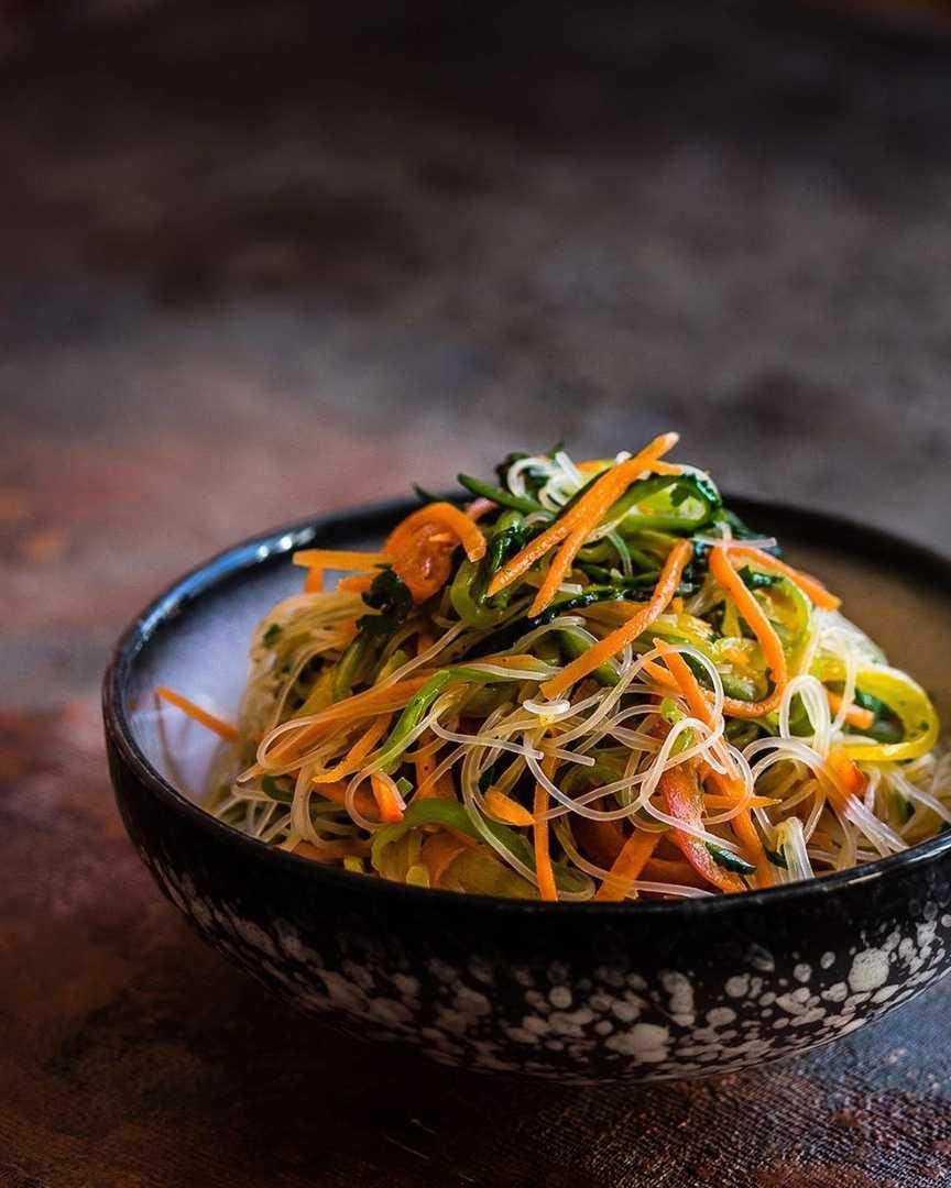 Рисовая лапша с курицей и овощами - 11 пошаговых фото в рецепте