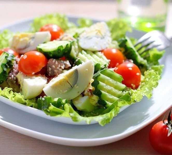Салат тунцом консервированным – подборка простых и вкусных рецептов