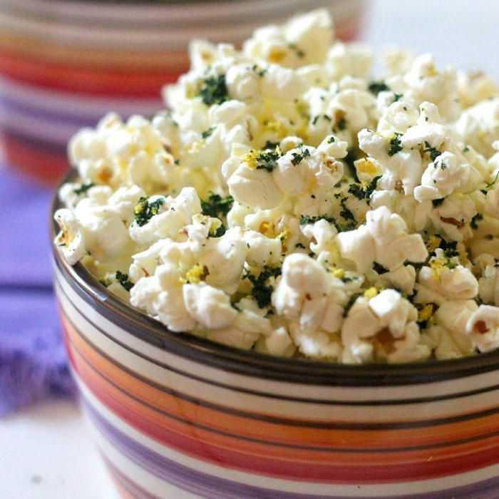 Что приготовить из попкорна. овощной салат с попкорном. салат из черемши с картофелем и ветчиной