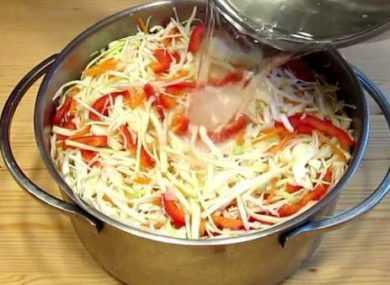 Маринованная капуста с болгарским перцем - вкусная и быстрая закуска к любому столу!