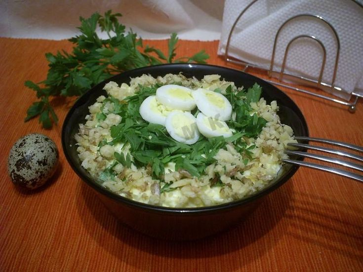 Сырный салат с яйцом и чесноком - 6 пошаговых фото в рецепте