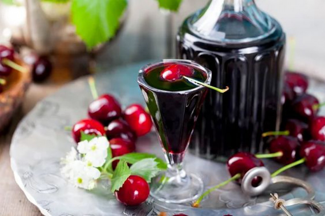 Вино из вишни: польза и вред напитка + 14 рецептов (классический, с косточками, из вишневого сока, замороженных ягод)