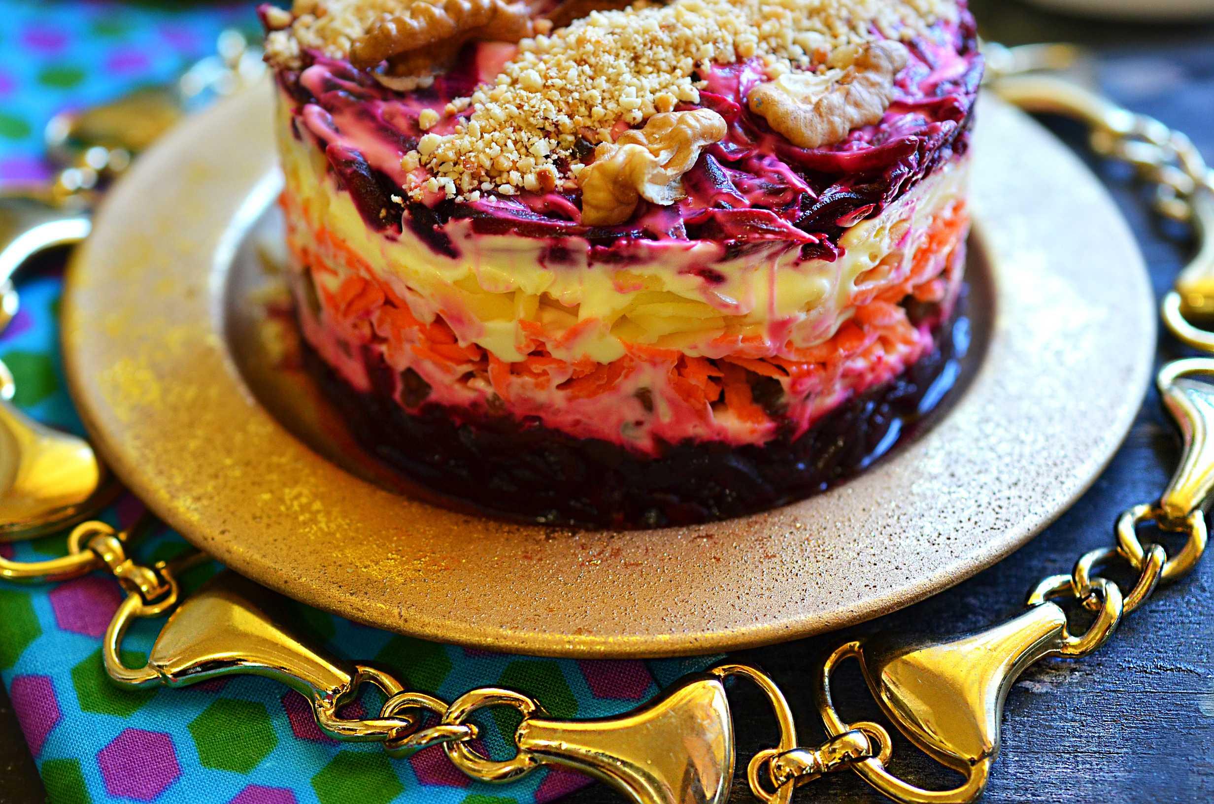 Салат любовница: пошаговые рецепты приготовления с черносливом, изюмом, грецкими орехами, курицей, сыром, морковью, свеклой, изюмом, гранатом, апельсином, отзывы, видео, калорийность, как украсить, классический рецепт