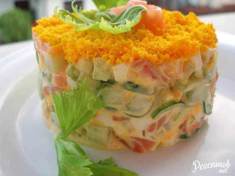 12 салатов с семгой слабосоленой: подборка от редакции