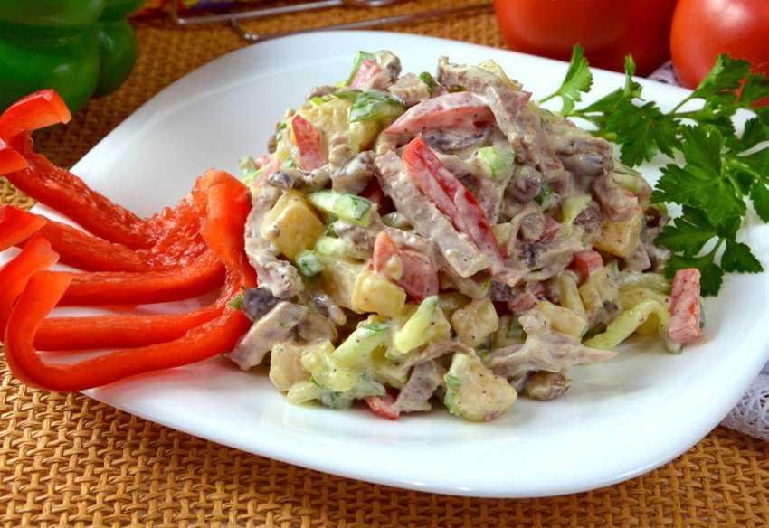 Мясной салат с солеными огурцами - 8 пошаговых фото в рецепте