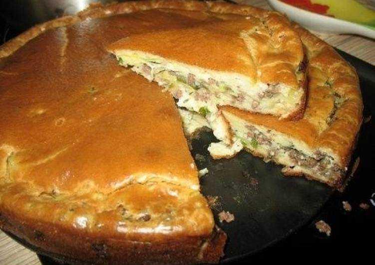 Пирог с шампиньонами: ингредиенты и процесс приготовления