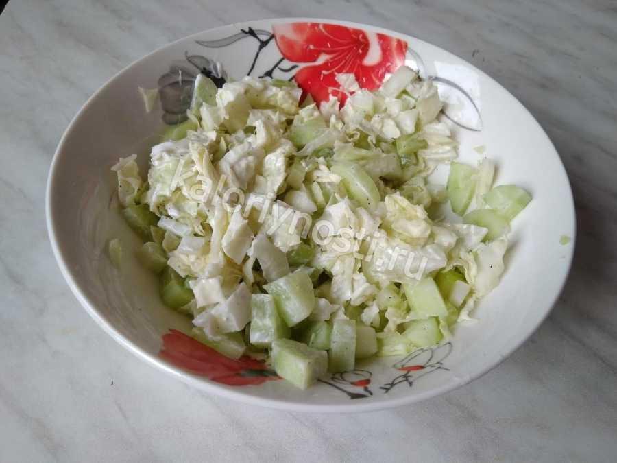 Салат с курицей, ананасом и пекинской капустой: рецепты с фото пошагово