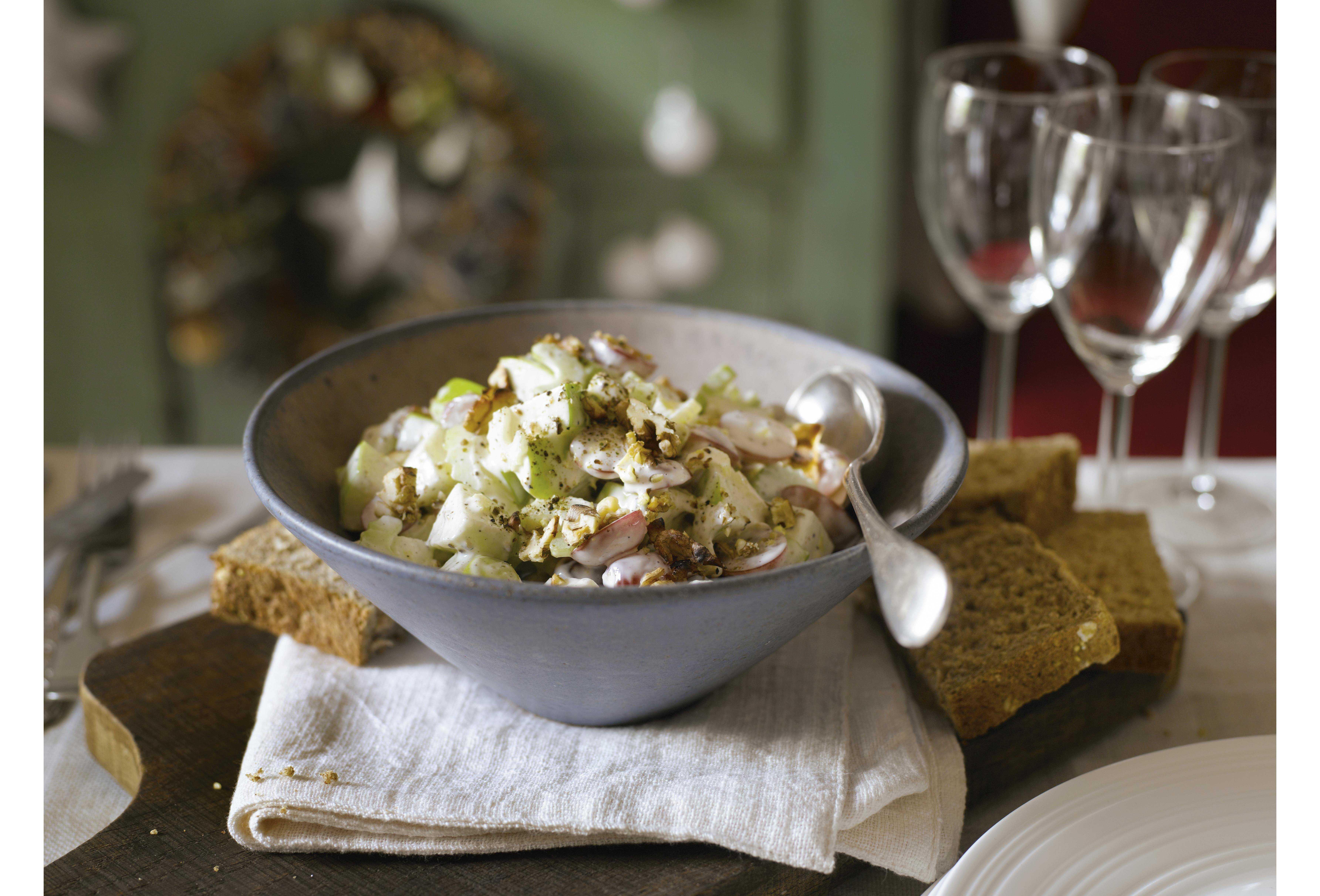 Салат «вальдорф» — классический рецепт и 3 оригинальных с курицей, виноградом, ананасом