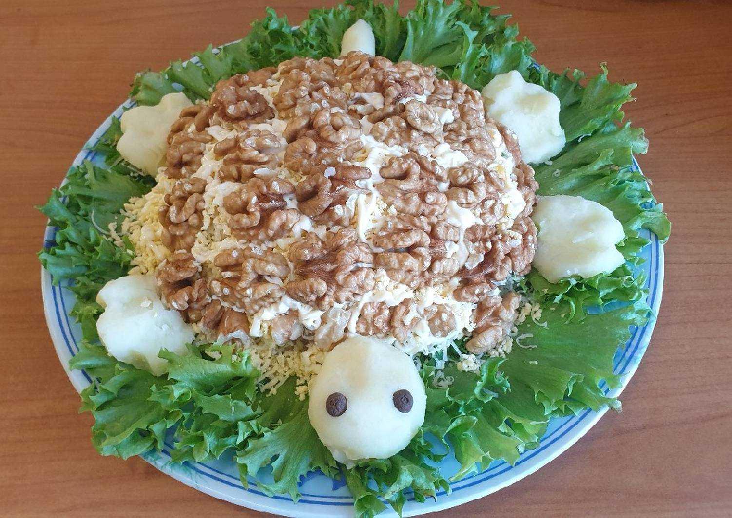 Салат черепаха с курицей и черносливом рецепт с фото - 1000.menu