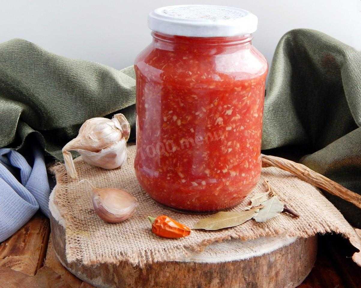 Аджика из помидоров с чесноком и хреном.