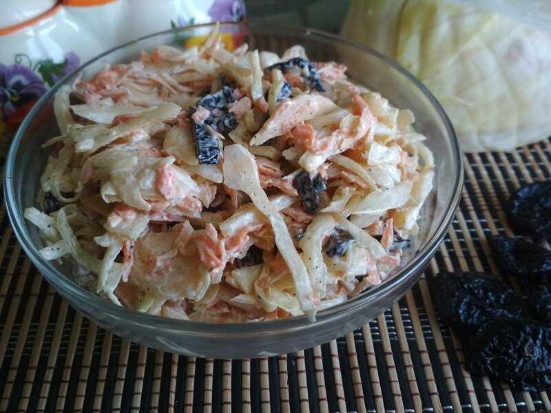 Салат черепаха с курицей грецкими орехами и яблоками