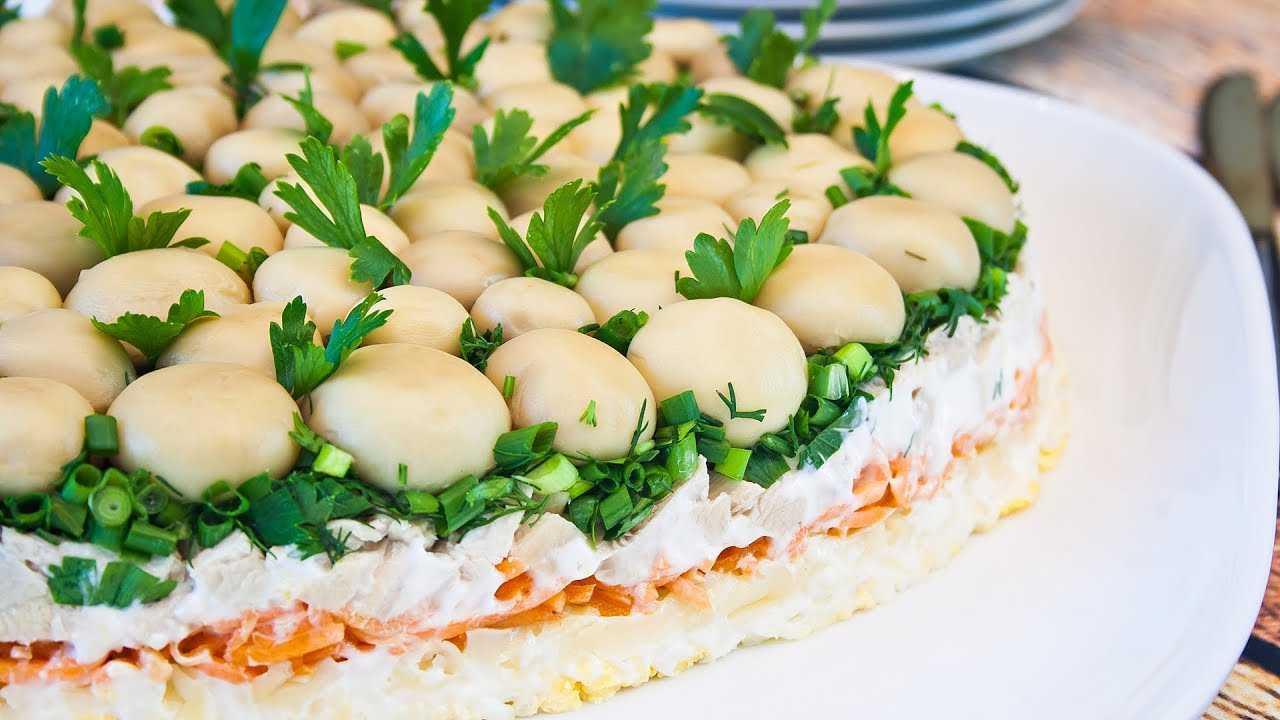 Салат с плавленным сыром и курицей