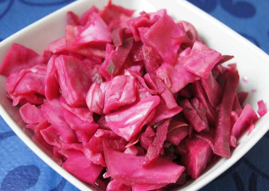 Маринованная капуста по-гурийски со свеклой  — рецепт с фото