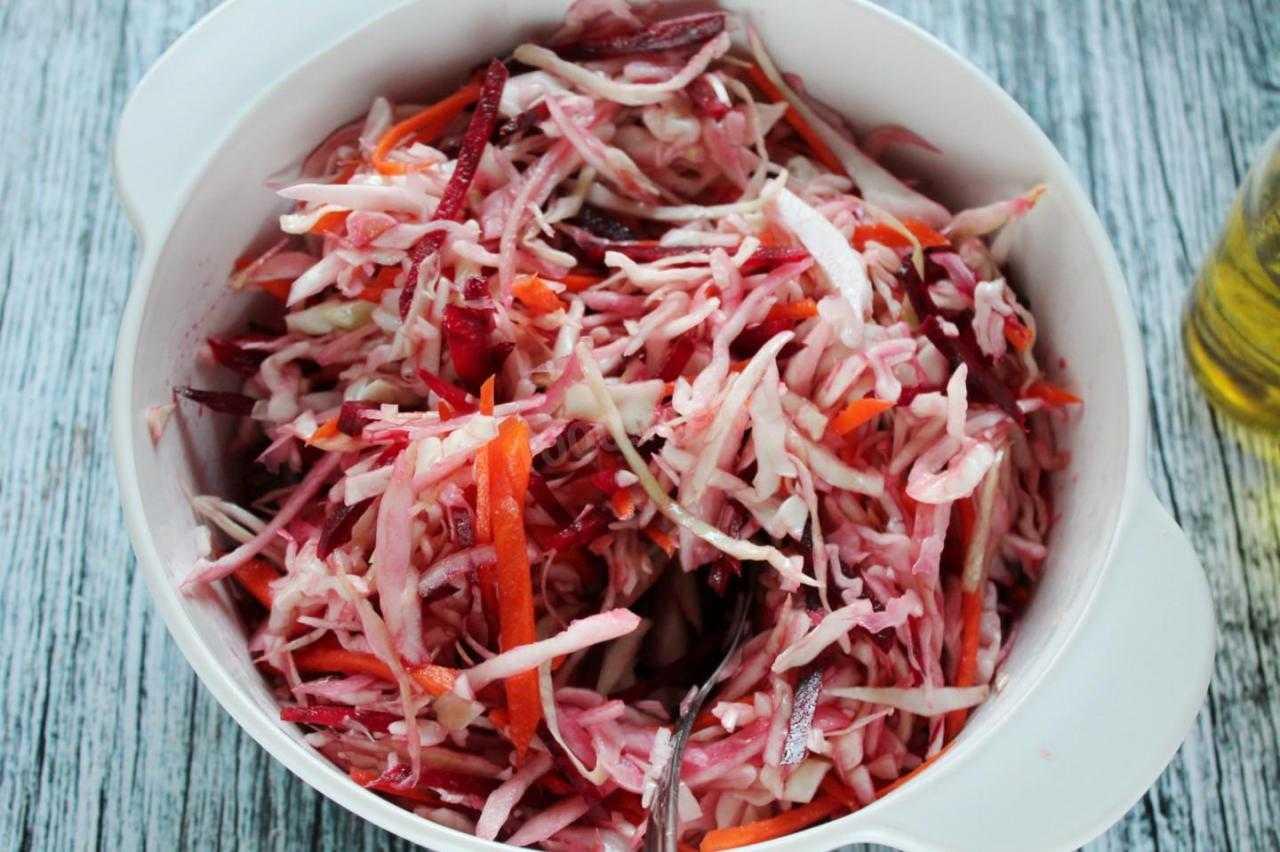 20 легких салатов на каждый день или праздничный стол