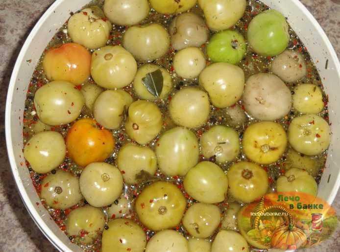 Квашеные зеленые помидоры бочковые и в банках: фото, вкусные рецепты на зиму в домашних условиях, а также правила хранения заготовок русский фермер