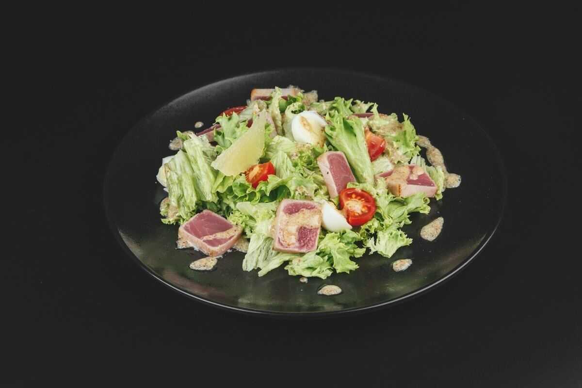 Салат с консервированным тунцом: 8 очень вкусных и простых рецептов