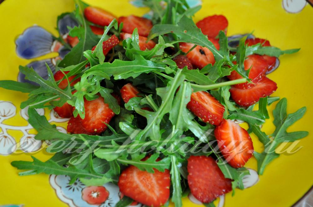 Салат с грушей и кедровыми орехами рецепт с фото пошагово - 1000.menu
