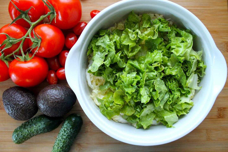 Помидоры с моцареллой – пикантная и простая закуска: рецепты с фото и видео