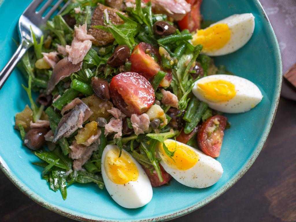 Салат с яйцами и чесноком: 210 домашних рецептов